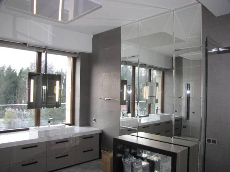 Зеркало с подсветкой в металлической раме